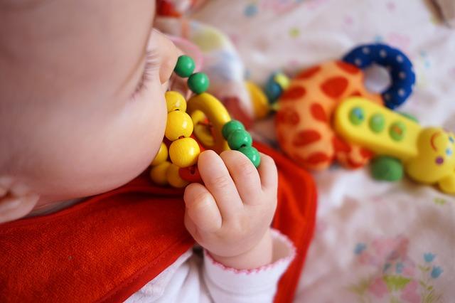 cucání hračky