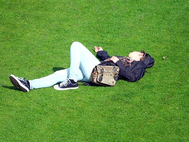 odpočinek na trávníku.jpg